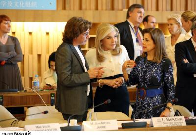 Discussing the minutes of the ambassadorial meeting in Paris at the UNESCO headquarters.